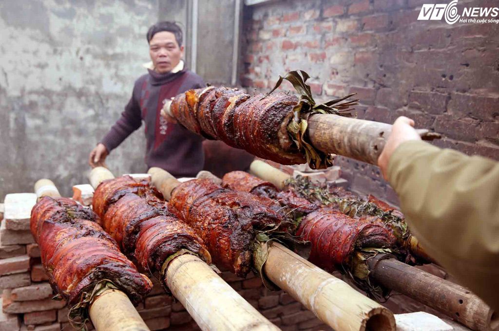 Roasted pork with stick - the savour of countryside