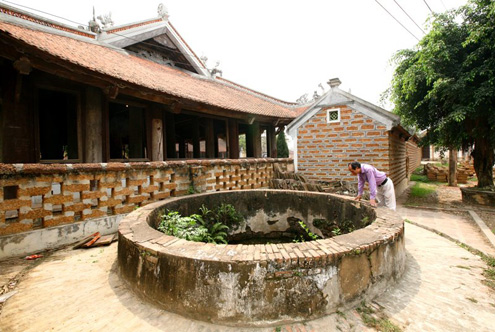 ancient well at Mong Phu communal house